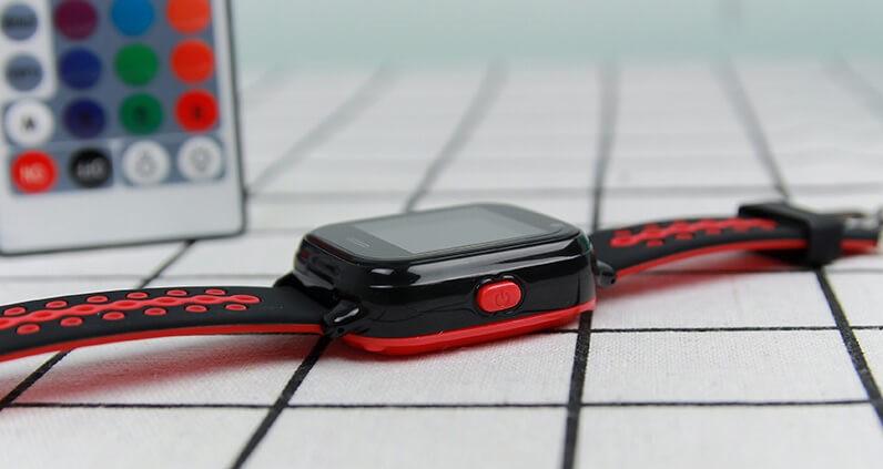 Phím gọi SOS được trang bị bên cạnh sườn của đồng hồ